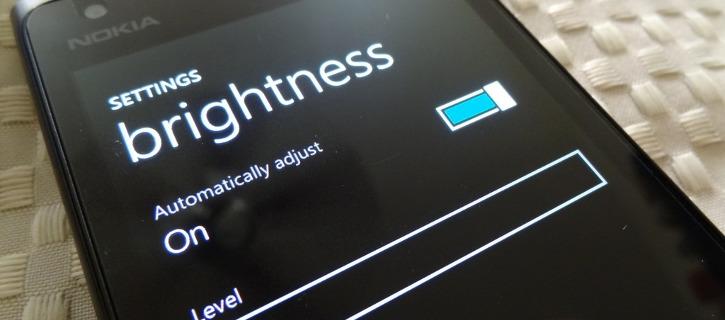 Ustawienia jasności wyświetlacza Lumia Cyan