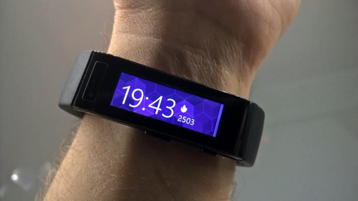Microsoft Band - ekran startowy z ilością spalonych kalorii