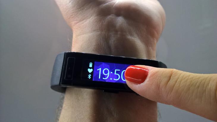 Microsoft Band - informacja o baterii oraz połączeniu Bluetooth