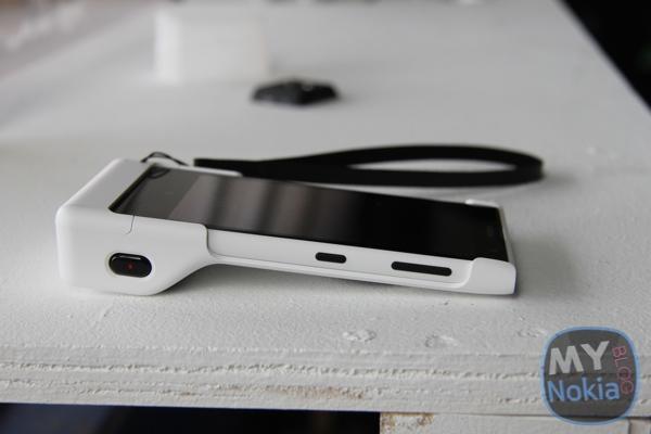 Uchwyt aparatu Nokia PD-95G z telefonem Nokia Lumia 1020